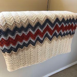 Vintage 70s Grandma Afghan Crochet Knit zig zag